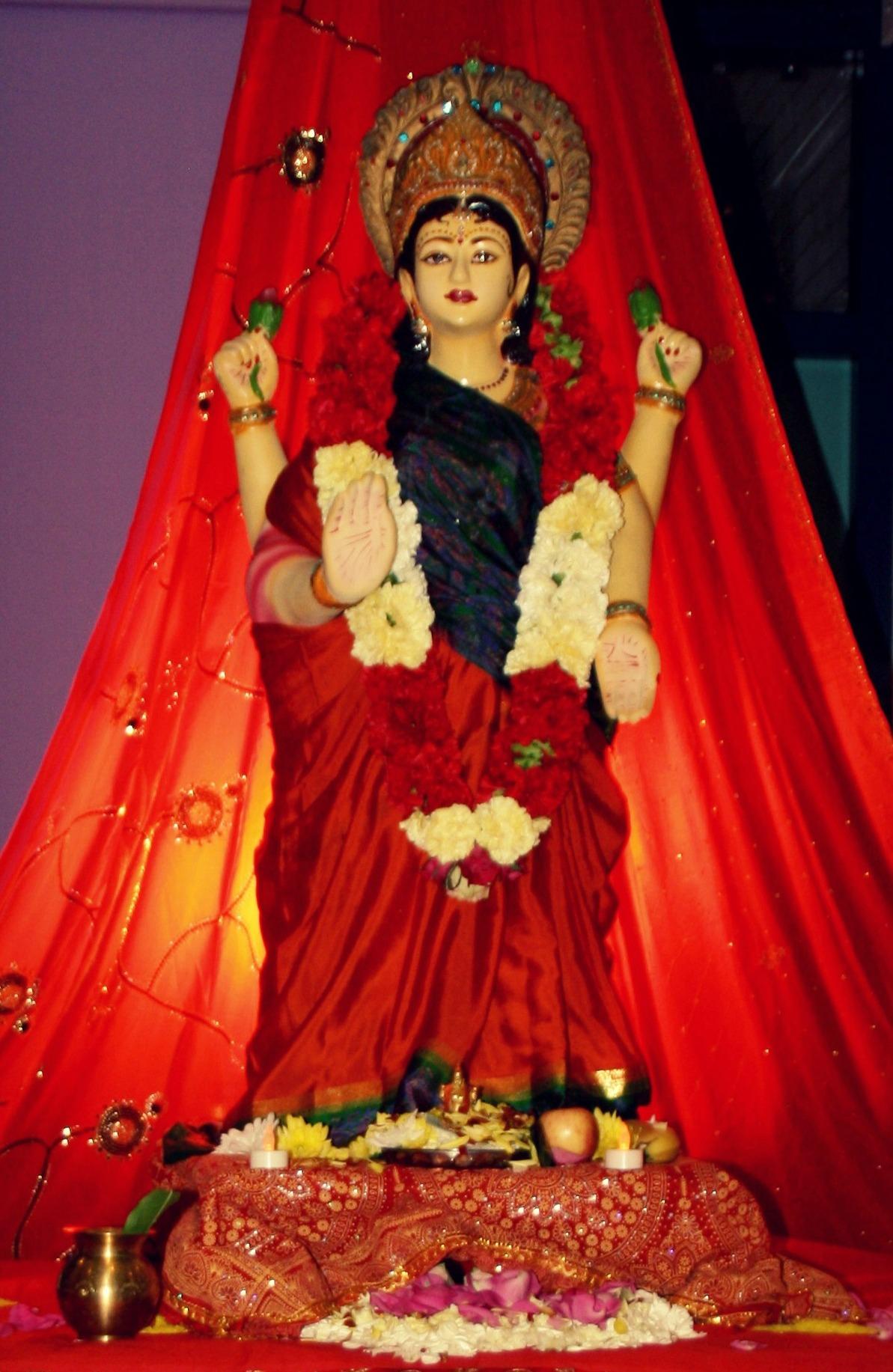 Jai Shri Lakshmi Mata statue